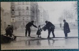 Cpa - 75 - Paris - Inondations De Paris En 1910 - Sauvetage D'un Enfant - Quai Des Tournelles - La Crecida Del Sena De 1910