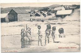 NEW ZEALAND , ROTORUA - Catch A Penny - Enfants Au Bain - Neuseeland