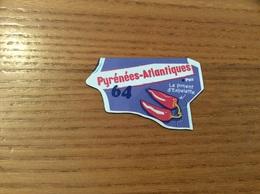 """Magnet Département Le Gaulois """"64 Pyrénées-Atlantiques"""" (piment D'Espelette) - Magnets"""