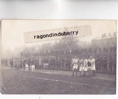 CPA PHOTO - POLOGNE - TESCHEN -CIESZYN - MILITARIA - MATH De FOOTBALL SOLDATS ET SPECTATEURS Conflit POL TCH 1920 - Pologne