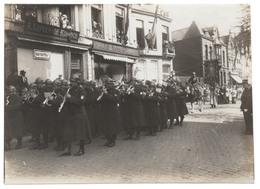 Brugge Heilig Bloedprocessie GRAAF VISARTSTRAAT Soldaten Fanfare Winkels - Saint-Sang - Foto Photo - Brugge
