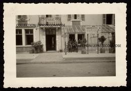 TOP DOCELLES - 1940 - L' OCCUPANT ALLEMAND RÉQUISITIONNE L' HOTEL DE LA POSTE COMME POSTE LOCAL DE GARDE DE LA COMMUNE - Autres Communes