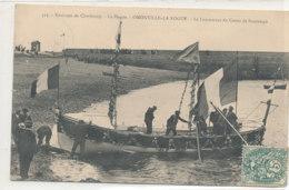 A M 592 /   C P A  - OMONVILLE LA ROGUE     (50)  LE LANCEMENT DU CANOT DE SAUVETAGE - France