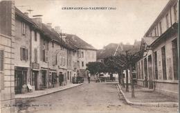 CHAMPAGNE-en-VALROMEY   ( 01 )  Vue Sur Le Centre Du Village . - France