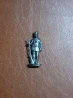 Figurine En Métal Kinder - Série Les Soldats Français De 1870 à 1900 - Soldat Avec Gourde Et Fusil - Finition Etain - Metal Figurines
