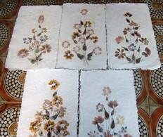 Vintage France Lot 5 Feuilles Bouquet De Fleurs Plantes Séchées Pressées Papier Chiffon Fabriqués Recyclés Chutes Tissus - Creative Hobbies