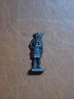 Figurine En Métal Kinder - Série Les Ecossais De 1743 - Joueur De Cornemuse Scot 3 - Finition Bruni - Metal Figurines