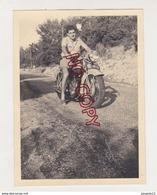 Au Plus Rapide Moto Ancienne Triumph 1951 Route De Riez Très Bon état - Cars