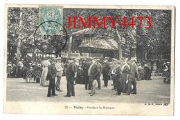 CPA - Pendant La Musique, Place Bien Animée En 1905 - VICHY 03 Allier - Edit. B. F. Paris N° 37 - Scans Recto-Verso - Vichy