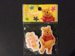 2 GOMMES BLISTER WALT DISNEY  Winnie The Pooh  ERASER - Autres Collections