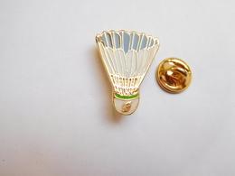 Superbe Pin's , Volant De Badminton - Badminton