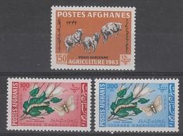 SERIE NEUVE D'AFGHANISTAN - JOURNEE DE L'AGRICULTURE : MOUTONS ET VERS A SOIE N° Y&T PA 39 A 41 - Agriculture