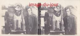 Photo Ancienne  GUERRE 1914 1918  OBUS PERCUTANT A GAZ DU CANON 120 ( POILU )  WWI ( Photo Stéreo ) - Guerra, Militares