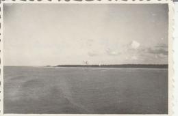 Singapour : Atoll De Melicoi. - Vue Prise Du Bateau - Ile De France 1947 ( Format 8,5cm X 5,7cm ) - Places