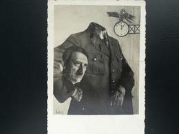 ADOLF HITLER DÉCAPITÉ TENANT SA TÊTE CARTE POSTALE  Postkarte Deutsches Reich MILITARIA GUERRE 1939 - 1945 - Guerra 1939-45