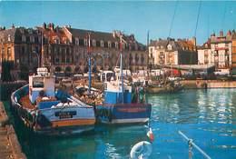 76  Dieppe - Les Arcades L' Entrée De La Grande Rue Et Le Port De Peche     AY 479 - Dieppe