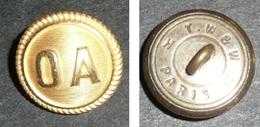 Rare Ancien Bouton En Métal Embouti, Monogrammes, Lettres O A Doré,  Monogramme Bouton, Officier Adjoint - Boutons