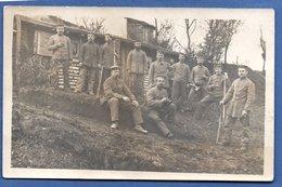 Carte Photo -- Soldats Allemands Devant Un Baraquement - War 1914-18