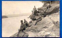 Carte Photo -- Soldats Sur Des Rochers  -  à Identifier - War 1914-18