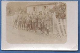 Carte Photo -- Soldats Devant Une Maison  -  à Identifier - War 1914-18