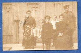 Carte Photo -- Soldat Allemand -  Avec Famille - Guerre 1914-18