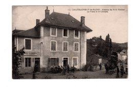 CPA 63 -  Chateauneuf Les Bains - Avenue Du Petit Rocher - La Poste Et Le Château, Diligence - Francia