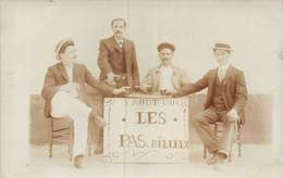 PIE-19-Mo-1003 : CARTE-PHOTO. LES PAS BILLEUX AUTOUR D'UN VERRE LE 5 AOUT 1906. - Cartes Postales