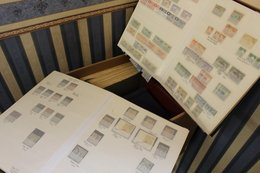 MISCELLANEOUS ACCUMULATION Incl. Box File Of Loose Stamps Or In Packets (1000's), World Collection On Leaves, Further Al - Non Classés