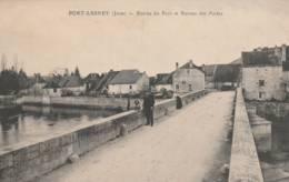 Port Lesney - Entrée Du Port Et Bureau Des Postes - Autres Communes