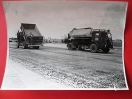 35-PHOTO INDUSTRIELLE- A.Lirot 7 Rue D'Austrasie Metz Construcion Autoroute A 31 METZ/NANCY CAMIONS Daté  19 Juin 1952 - Metz
