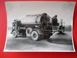 36-PHOTO INDUSTRIELLE- A.Lirot 7 Rue D'Austrasie Metz Construcion Autoroute A 31 METZ/NANCY CAMIONS GOUDRON 19 6 1952 - Metz