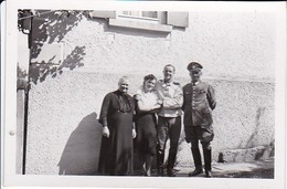 Foto Deutsche Soldaten Mit Frauen - Kusterdingen 1940 - 8,5*5,5cm (39923) - Krieg, Militär
