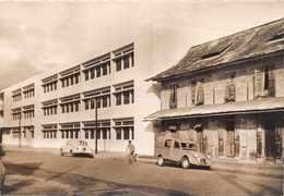 CAYENNE ( Guyane ) - Ecole Communale Primaire De Filles ..avenue F. Roosvelt  ( Voitures 2 CV Camionette ,et 403 ) - Cayenne