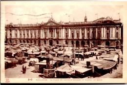 TOULOUSE Place Du Capitole Pendant Le Marché Du Matin CPA Animée Ecrite En 1935 Mais TBE - Toulouse