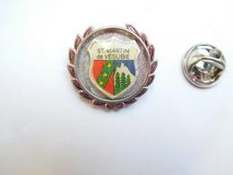 Superbe Pin's , Blason De La Ville De Saint Martin De Vésubie , Alpes Maritimes - Villes
