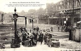 6- Grève Des Cheminots Du Nord ( 1910) Les Soldats Surveillant L'entrée Des Trains  ....... -  Collection E.S - Estaciones Con Trenes