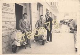 VESPA PIAGGIO _ 1953 ?/  Giovani In Posa Su Vespe _ Foto Formato 10 X 7 Cm. - Ciclismo