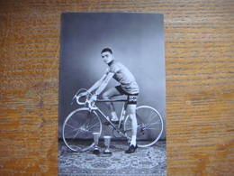 Vieille Carte Avec Le Coureur Cycliste ISBAERT - Coureur De La Région De Hensies - Quiévrain ( Cyclisme - Vélo ) - Hensies