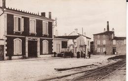 17 ILE DE RE -- ARS EN RE -- Place De La Gare Animée - Ile De Ré