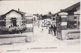 17 LA ROCHELLE -- Le Parc D' Artillerie Très Animé - La Rochelle