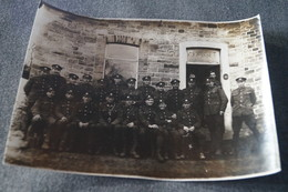 Ancienne Grande Photo De 22 Soldats Et Officiers à Identifier,photo Originale,16,5 Cm. / 12,5 Cm. - Guerre, Militaire
