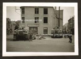 TOP - BEAUMONT - PLACE DU PETIT MARCHE - MAGASIN DELHAIZE - CHARS B1 BIS SABORDES ET ABANDONNES PAR L'ARMEE FRANCAISE - Beaumont
