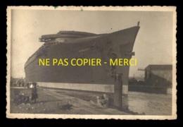 BATEAUX - PAQUEBOT NORMANDIE APRES SON LANCEMENT - CARTE PHOTO ORIGINALE - Paquebote