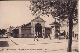 17 CHATEAU D' OLERON -- La Place Du Marché Animé - Ile D'Oléron