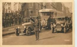 PARIS - Bus Voiture Et Gendarme.les Grands Boulevards. - Bus & Autocars