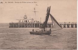 CALAIS Barque De Pêche Entrant Au Port 465K - Calais