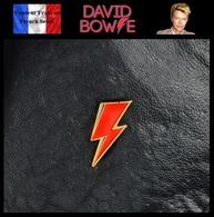 Pins Pin's Badge NEUF En Métal ( Brooch ) - David Bowie Aladdin Sane - Musique