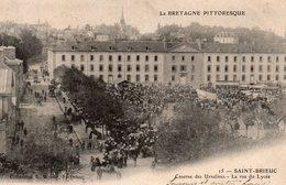 10093. CPA 22 SAINT-BRIEUC. CASERNE DES URSULINES. LA RUE DU LYCEE 1904 - Saint-Brieuc