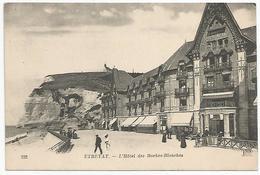 232 ETRETAT. - L'Hôtel Des Roches-Blanches, Diverses Personnes Et Une Voiture Devant L' Hôtel - Etretat