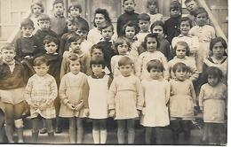 PHOTO De CLASSE - ELEVES Et Leur MAÎTRESSE - Fin D'Année Scolaire - Photographie De Classe - Vers 1950 - A Voir ! - Photos